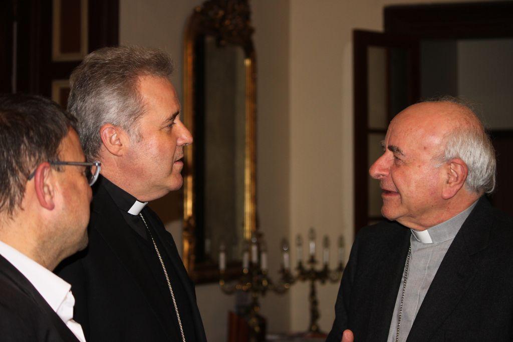 Mons. Vincenzo Paglia con el Obispo de Bilbao y el director del IDTP