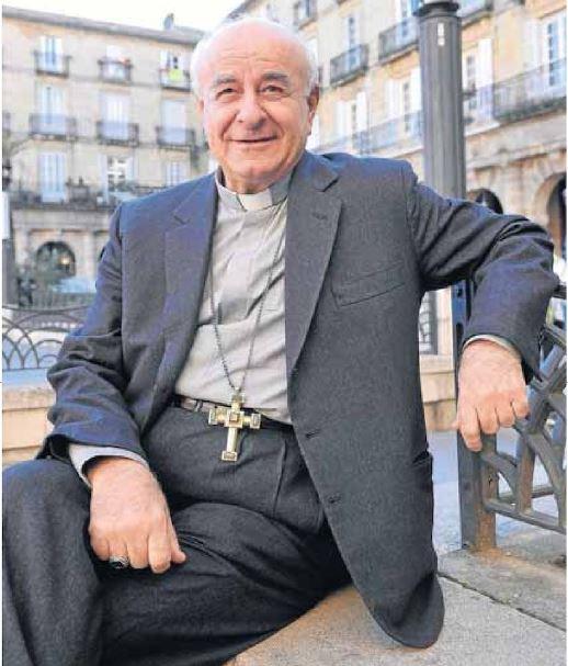 Mons. Vincenzo Paglia en la Plaza Nueva de Bilbao