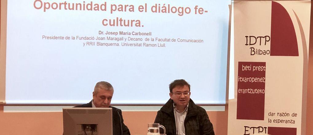 Carbonell antes de empezar su conferencia: Oportunidad dialogo fe y cultura